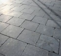 Bluestone tegels 100x50cm tuintegels getrommeld (prijs per m2)